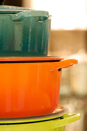le creuset cookware stand