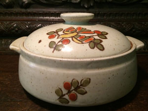 VintageBrown Stoneware Covered Casserole Dish, Farmhouse Fashionable, Aztec Pattern.