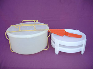 vintage tupperware pie carrier