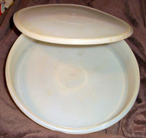 Old fogyish Yellow Tupperware Cake Holder, Pie Carrier, Maxi Taker.